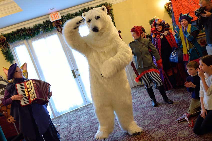 Dancing Polar Bear | sinterklaashudsonvalley.com